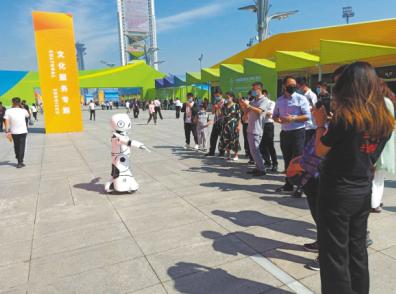 小律公共法律服务机器人亮相服贸会