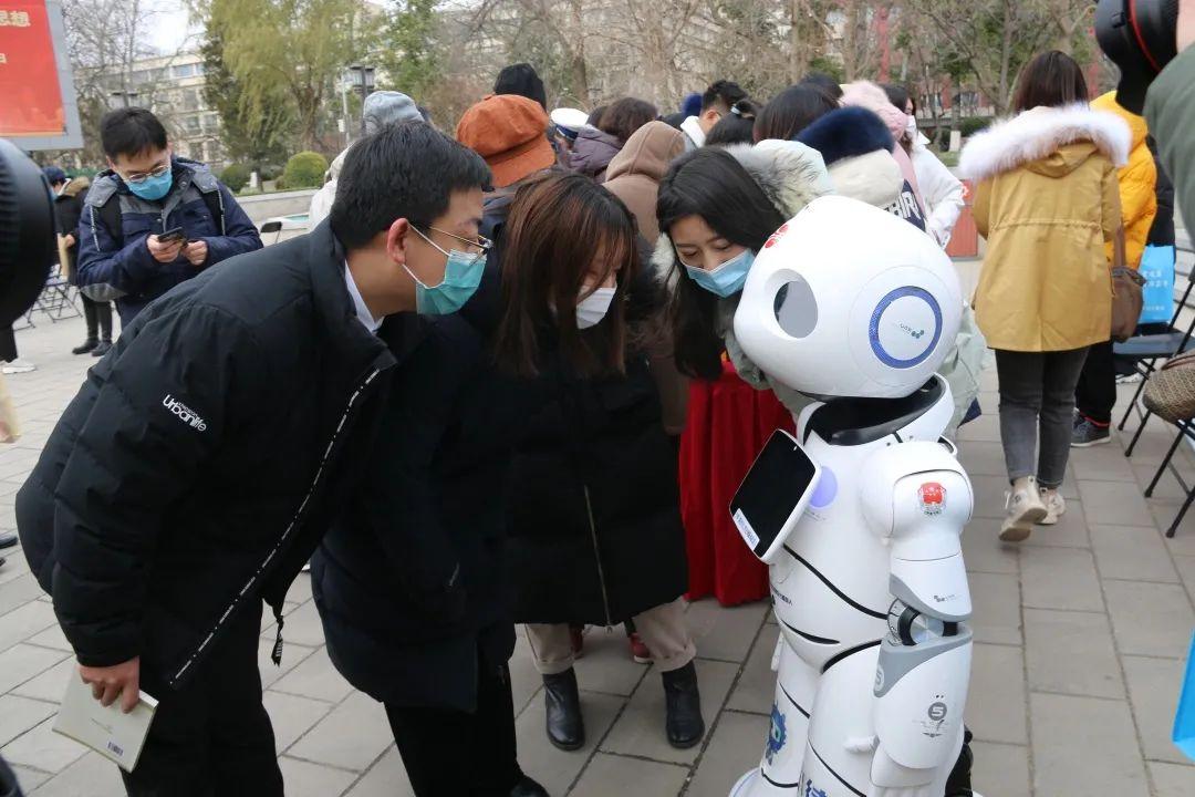 """【憲法宣傳周】一起感受憲法的力量!小律機器人帶你""""憲""""學""""憲""""用"""