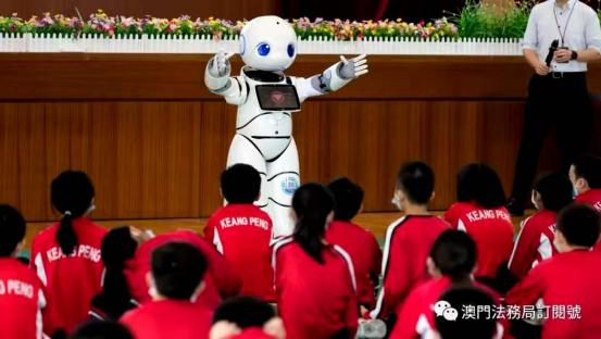 """国家宪法日,""""小律""""亮相澳门为师生带来普法新体验"""
